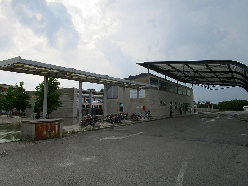 http://www.bahnreiseberichte.de/090-Achensee-Schafberg/90-061Cividale-neuer-Bahnhof.JPG