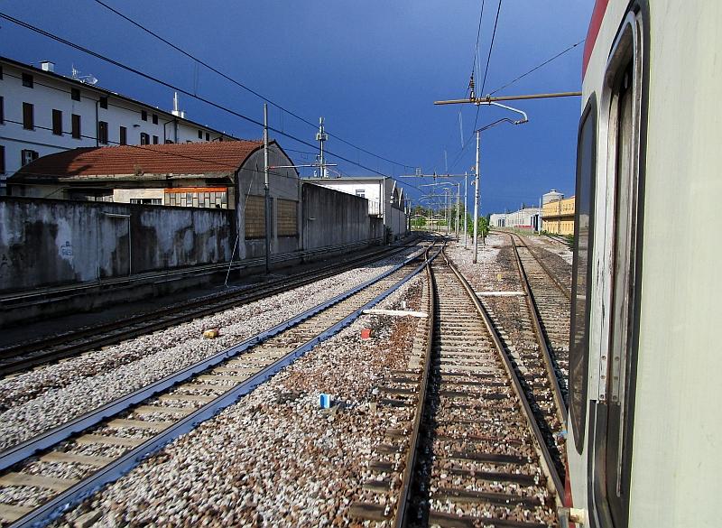 http://www.bahnreiseberichte.de/090-Achensee-Schafberg/90-075FUC-Einfahrt-Udine.JPG