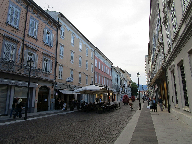 http://www.bahnreiseberichte.de/090-Achensee-Schafberg/90-084Gorizia-Innenstadt.JPG