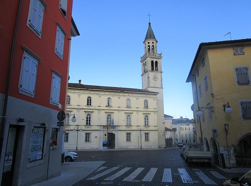 http://www.bahnreiseberichte.de/090-Achensee-Schafberg/90-088Gorizia-Cattedrale.JPG