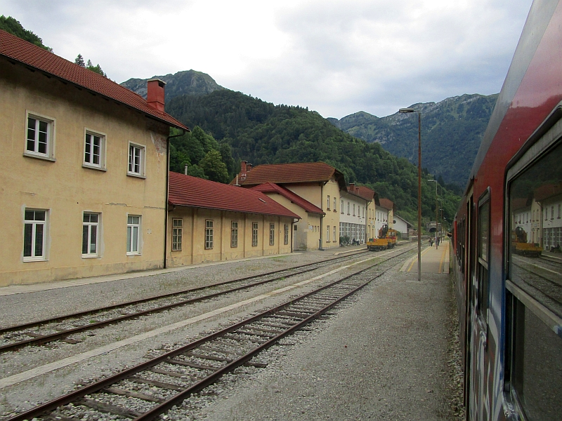http://www.bahnreiseberichte.de/090-Achensee-Schafberg/90-105Podbrdo-Bahnhof.JPG