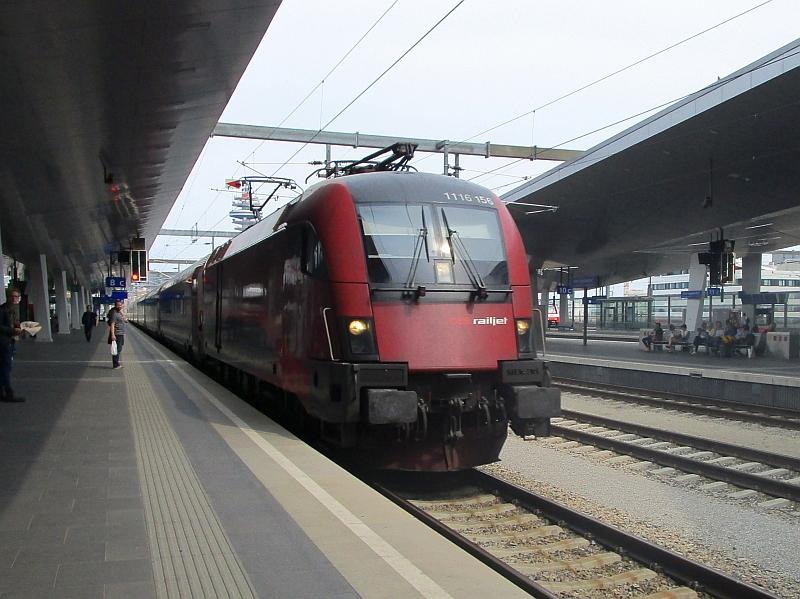 http://www.bahnreiseberichte.de/090-Achensee-Schafberg/90-115Railjet-Wien.JPG