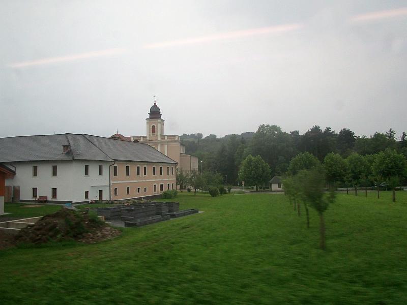 http://www.bahnreiseberichte.de/090-Achensee-Schafberg/90-120Fahrt-Klosterkirche-Gleiss.JPG