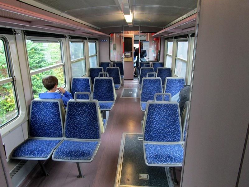 http://www.bahnreiseberichte.de/090-Achensee-Schafberg/90-122Citybahn-Waidhofen-innen.JPG
