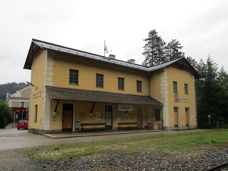 http://www.bahnreiseberichte.de/090-Achensee-Schafberg/90-125Waidhofen-Lokalbahnhof.JPG