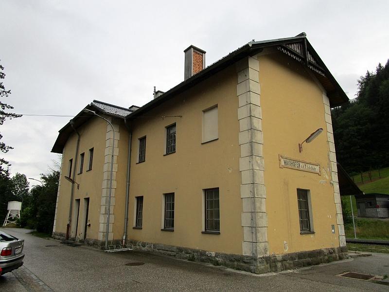 http://www.bahnreiseberichte.de/090-Achensee-Schafberg/90-129Waidhofen-Lokalbahnhof.JPG