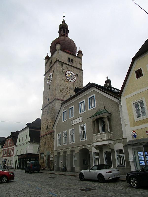 http://www.bahnreiseberichte.de/090-Achensee-Schafberg/90-138Waidhofen-Rathaus.JPG