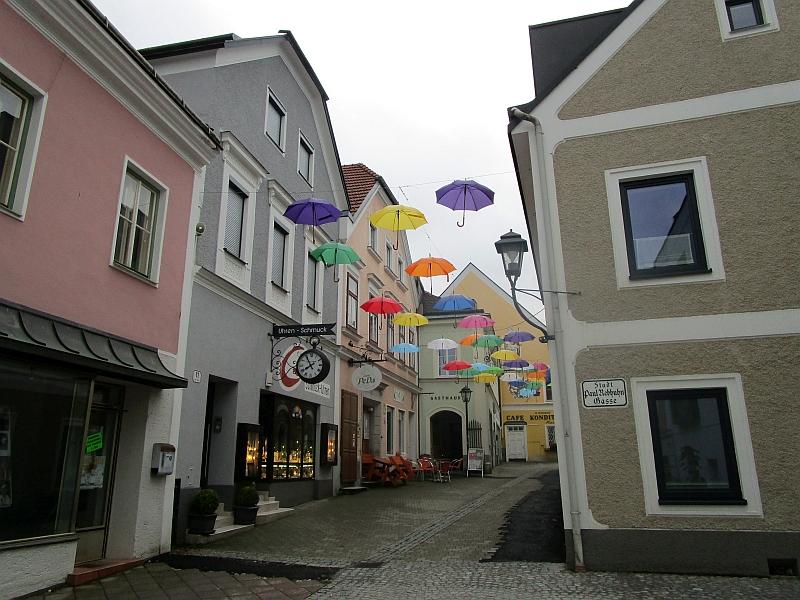 http://www.bahnreiseberichte.de/090-Achensee-Schafberg/90-139Waidhofen-HoherMarkt.JPG