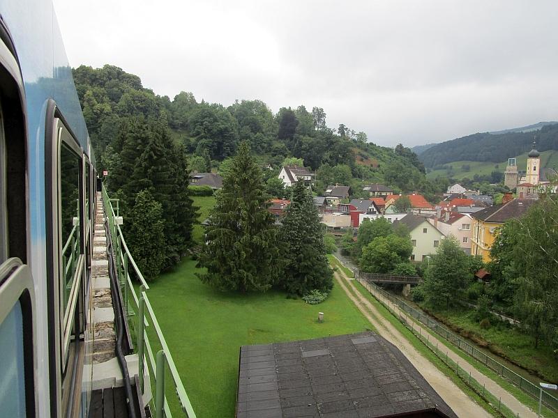 http://www.bahnreiseberichte.de/090-Achensee-Schafberg/90-143Fahrt-Schwarzbachviadukt.JPG