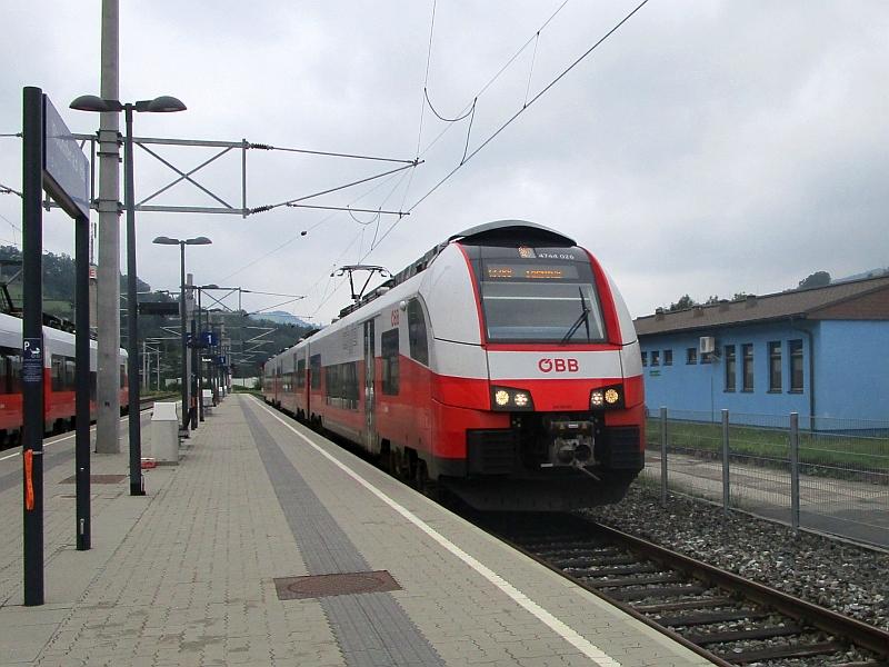 http://www.bahnreiseberichte.de/090-Achensee-Schafberg/90-147OeBB-Cityjet-Waidhofen.JPG