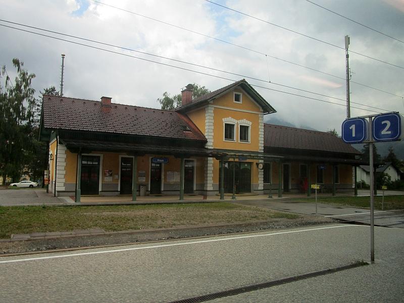 http://www.bahnreiseberichte.de/090-Achensee-Schafberg/90-150Bahnhof-Weyer.JPG