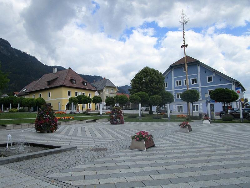 http://www.bahnreiseberichte.de/090-Achensee-Schafberg/90-161Stainach-Hauptplatz.JPG