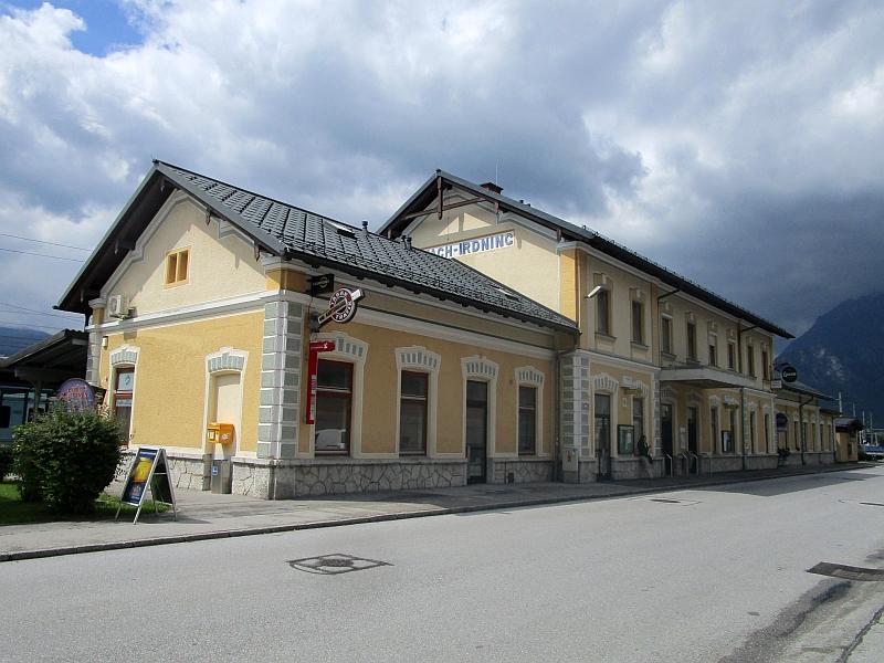 http://www.bahnreiseberichte.de/090-Achensee-Schafberg/90-162Stainach-Irdning-Bahnhof.JPG