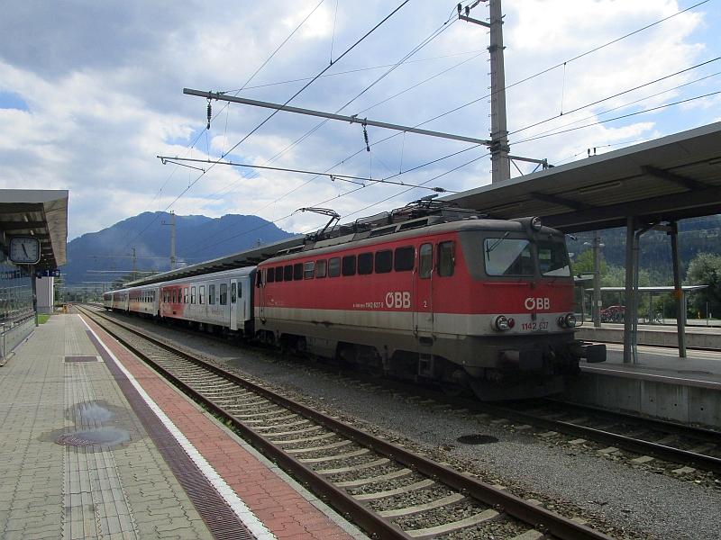 http://www.bahnreiseberichte.de/090-Achensee-Schafberg/90-163OeBB142-REX-Stainach.JPG