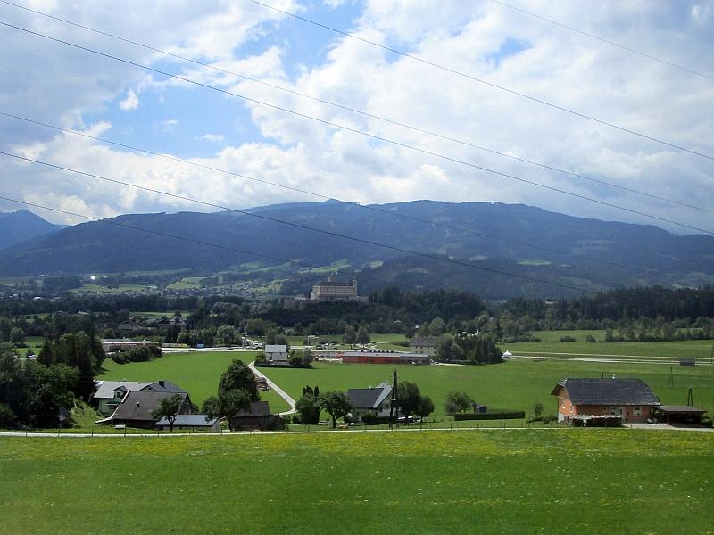 http://www.bahnreiseberichte.de/090-Achensee-Schafberg/90-165Fahrt-Schloss-Trautenfels.JPG
