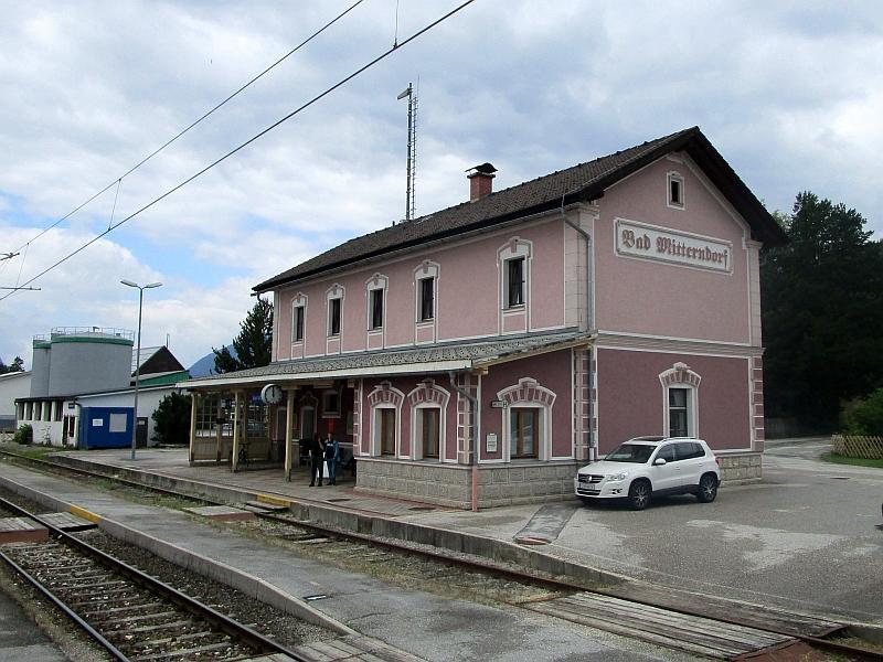 http://www.bahnreiseberichte.de/090-Achensee-Schafberg/90-167Bahnhof-Bad-Mitterndorf.JPG