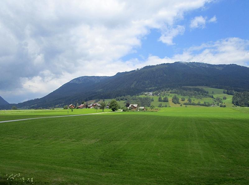 http://www.bahnreiseberichte.de/090-Achensee-Schafberg/90-168Fahrt-Steirisches-Salzkammergut.JPG
