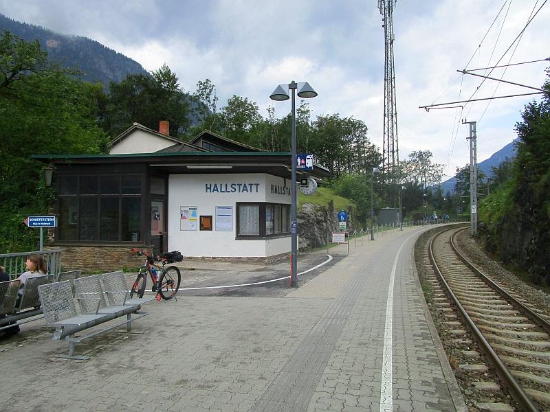 http://www.bahnreiseberichte.de/090-Achensee-Schafberg/90-174Hallstatt-Bahnhof.JPG