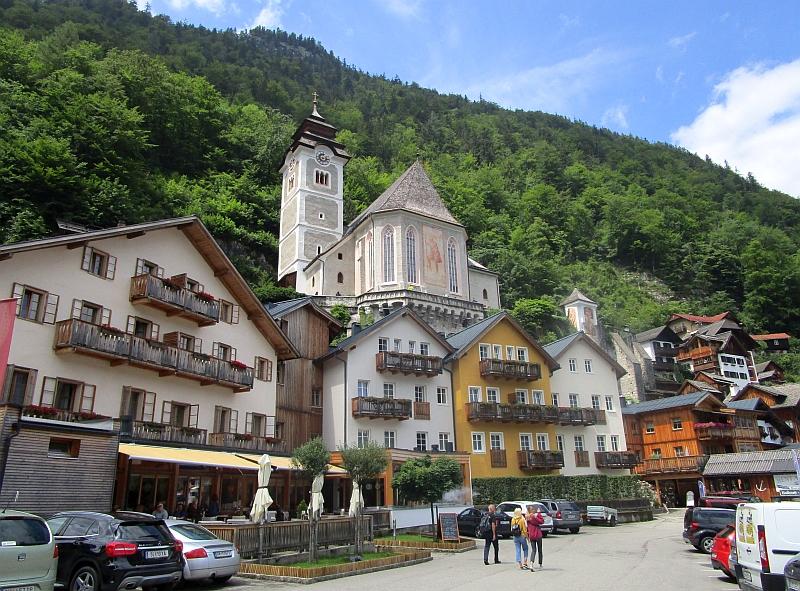 http://www.bahnreiseberichte.de/090-Achensee-Schafberg/90-179Hallstatt-kath-Kirche.JPG