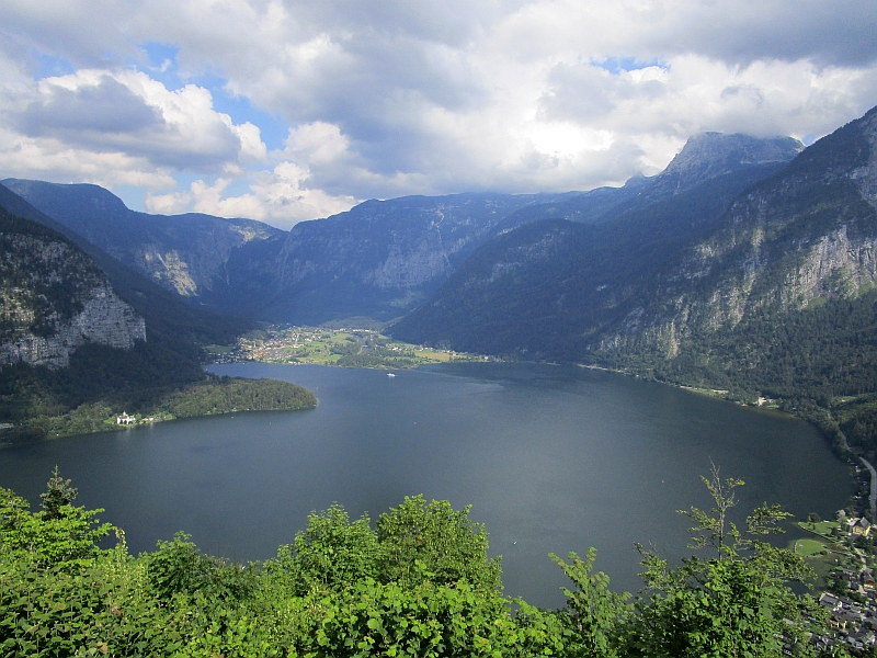 http://www.bahnreiseberichte.de/090-Achensee-Schafberg/90-182Hallstaetter-See.JPG