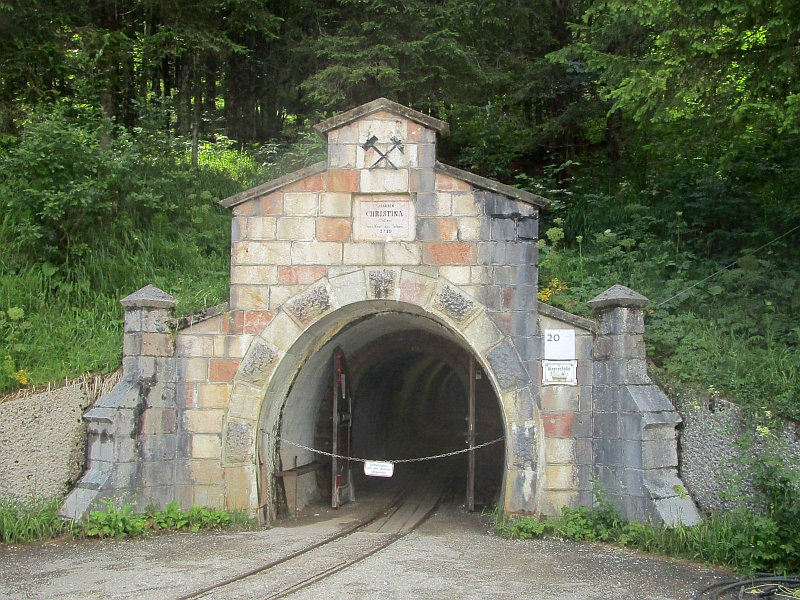 http://www.bahnreiseberichte.de/090-Achensee-Schafberg/90-184Hallstatt-Christina-Stollen.JPG