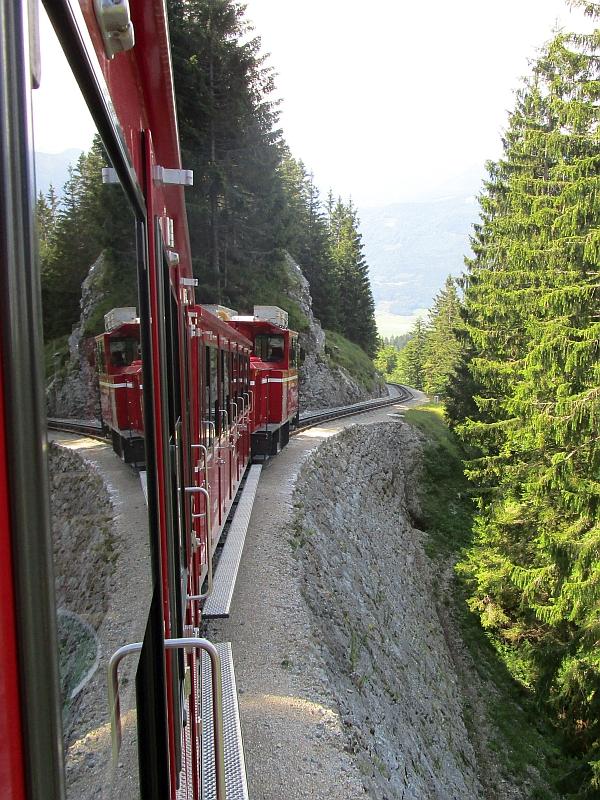 http://www.bahnreiseberichte.de/090-Achensee-Schafberg/90-259Schafbergbahn-Talfahrt.JPG