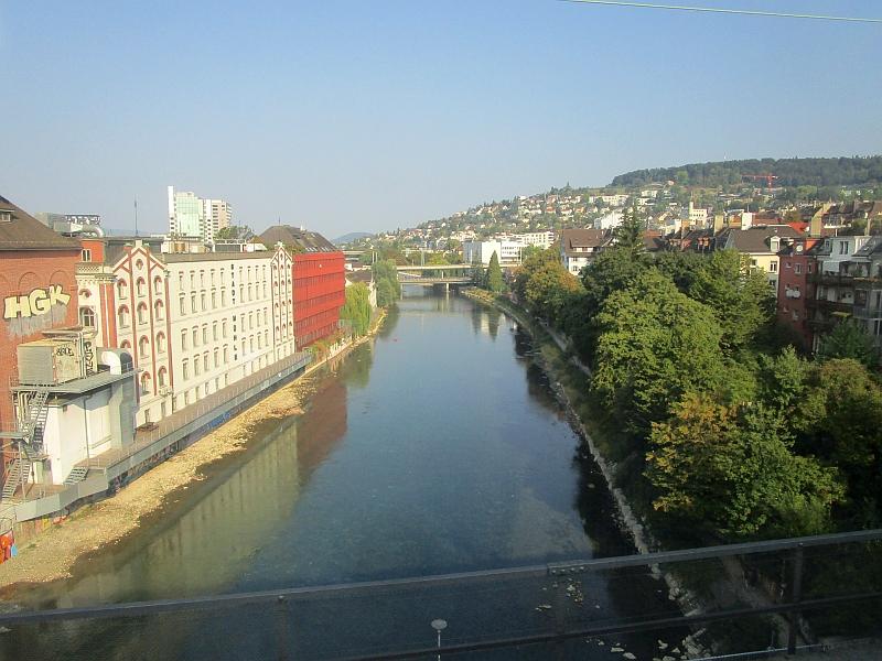 http://www.bahnreiseberichte.de/092-MontBlanc-Chablais/92-005Fahrt-Limmat-Zuerich.JPG