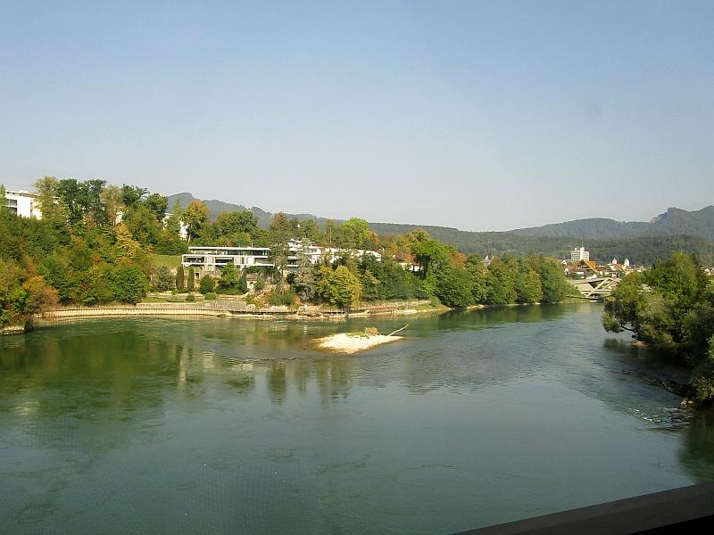 http://www.bahnreiseberichte.de/092-MontBlanc-Chablais/92-007Fahrt-Aare-Olten.JPG