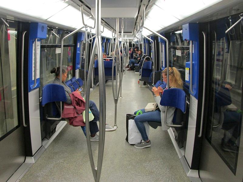 http://www.bahnreiseberichte.de/092-MontBlanc-Chablais/92-011U-Bahn-Lausanne-innen.JPG