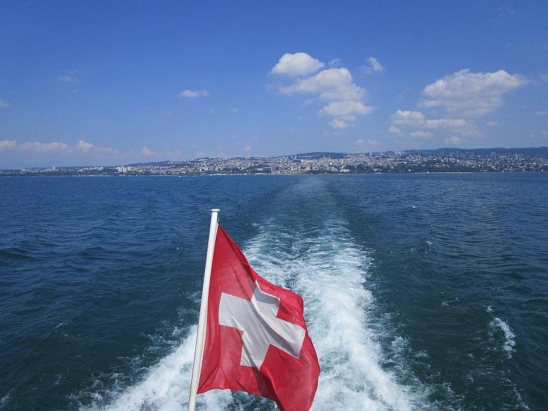 http://www.bahnreiseberichte.de/092-MontBlanc-Chablais/92-017Fahrt-Genfersee-Lausanne.JPG
