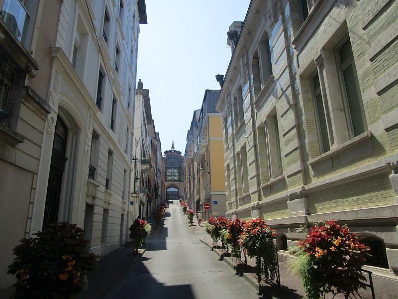 http://www.bahnreiseberichte.de/092-MontBlanc-Chablais/92-018Evian-Buvette-Cachat.JPG