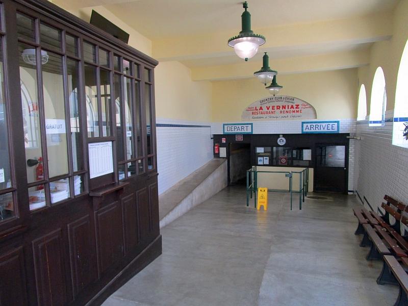 http://www.bahnreiseberichte.de/092-MontBlanc-Chablais/92-020Evian-Funiculaire-Talstation-innen.JPG