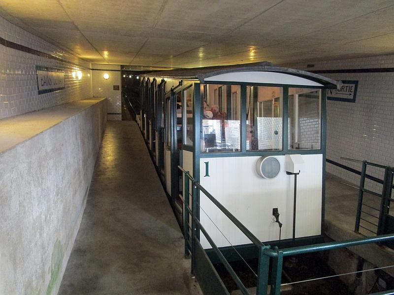 http://www.bahnreiseberichte.de/092-MontBlanc-Chablais/92-021Evian-Funiculaire-Talstation-Bahn.JPG