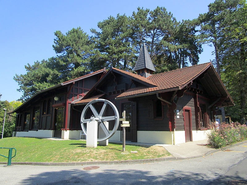 http://www.bahnreiseberichte.de/092-MontBlanc-Chablais/92-022Evian-Funiculaire-Bergstation.JPG