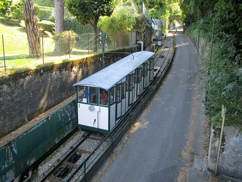 http://www.bahnreiseberichte.de/092-MontBlanc-Chablais/92-023Evian-Funiculaire-Talfahrt.JPG