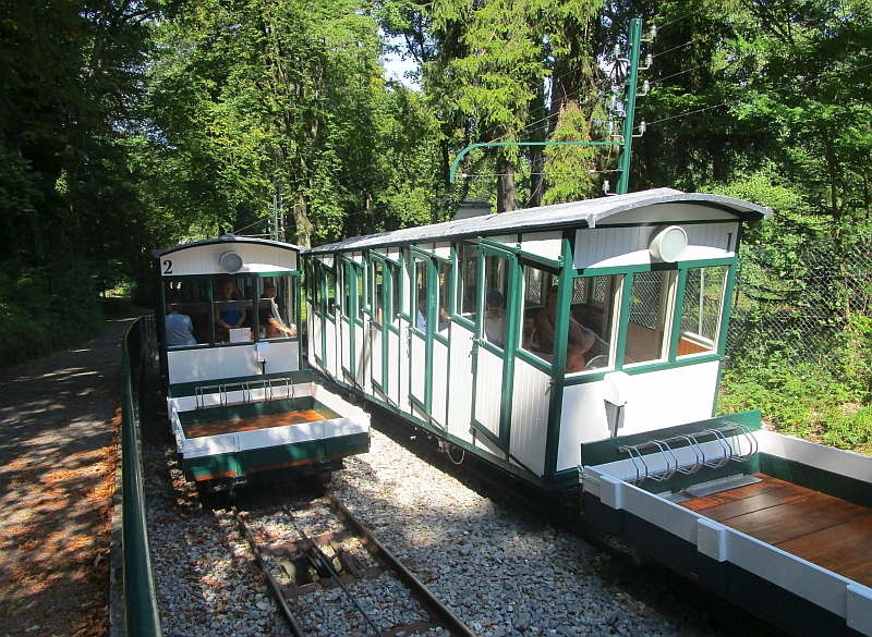 http://www.bahnreiseberichte.de/092-MontBlanc-Chablais/92-024Evian-Funiculaire-Ausweiche.JPG