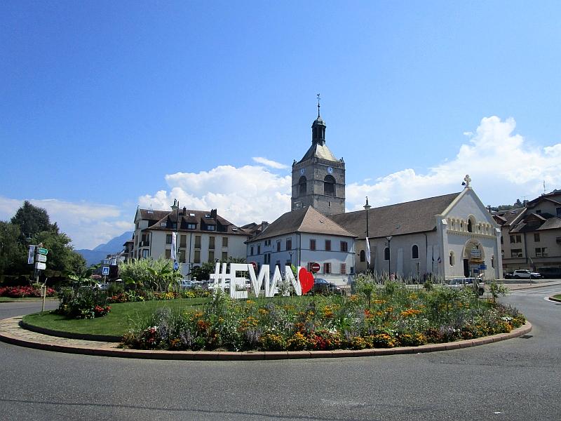 http://www.bahnreiseberichte.de/092-MontBlanc-Chablais/92-025Evian-les-Bains-Kirche.JPG