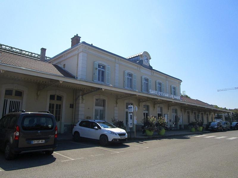 http://www.bahnreiseberichte.de/092-MontBlanc-Chablais/92-027Evian-les-Bains-Bahnhof.JPG