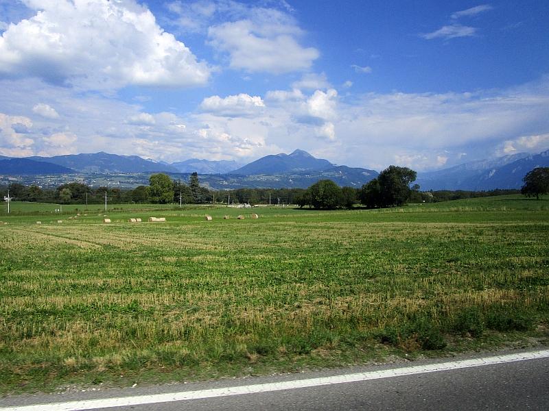 http://www.bahnreiseberichte.de/092-MontBlanc-Chablais/92-039Bus-Reignier-La-Roche.JPG