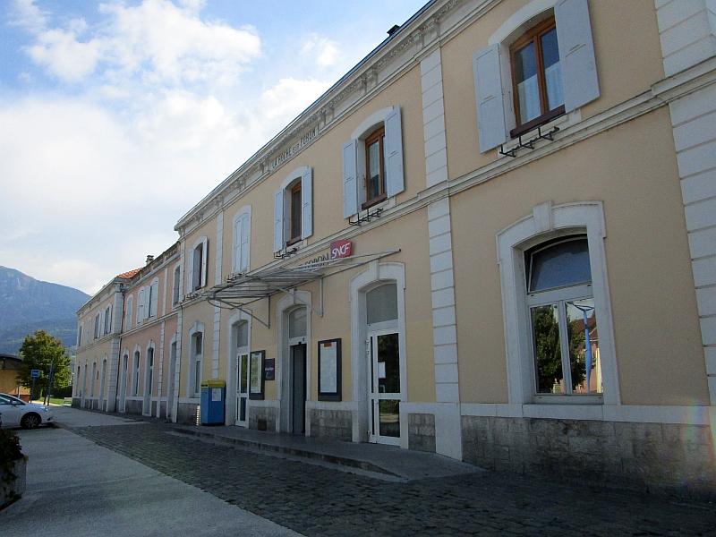 http://www.bahnreiseberichte.de/092-MontBlanc-Chablais/92-040Bahnhof-La-Roche-sur-Foron.JPG