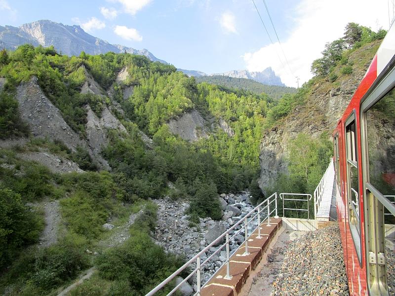 http://www.bahnreiseberichte.de/092-MontBlanc-Chablais/92-046Fahrt-Arve.JPG