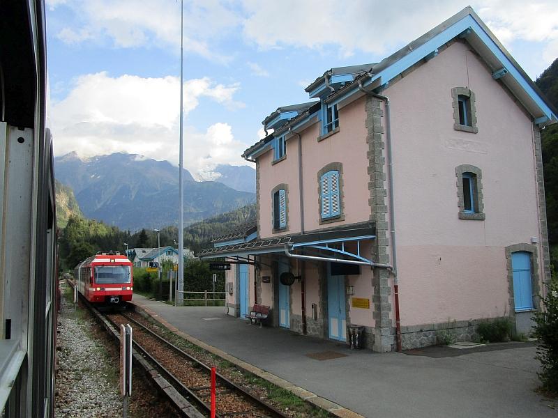 http://www.bahnreiseberichte.de/092-MontBlanc-Chablais/92-047Bahnhof-Servoz.JPG