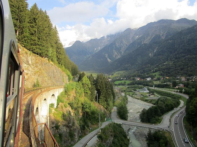 http://www.bahnreiseberichte.de/092-MontBlanc-Chablais/92-049Fahrt-Viaduc-Ste-Marie.JPG