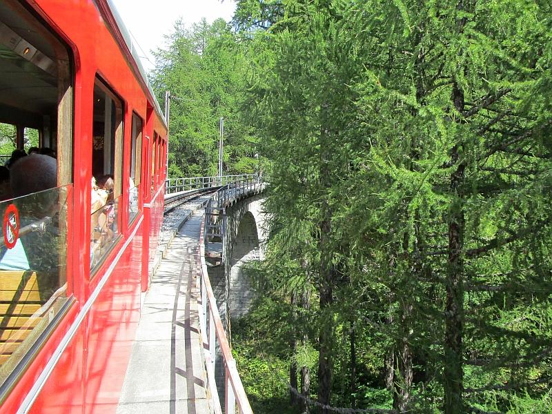 http://www.bahnreiseberichte.de/092-MontBlanc-Chablais/92-096Fahrt-Montenvers-Viadukt.JPG