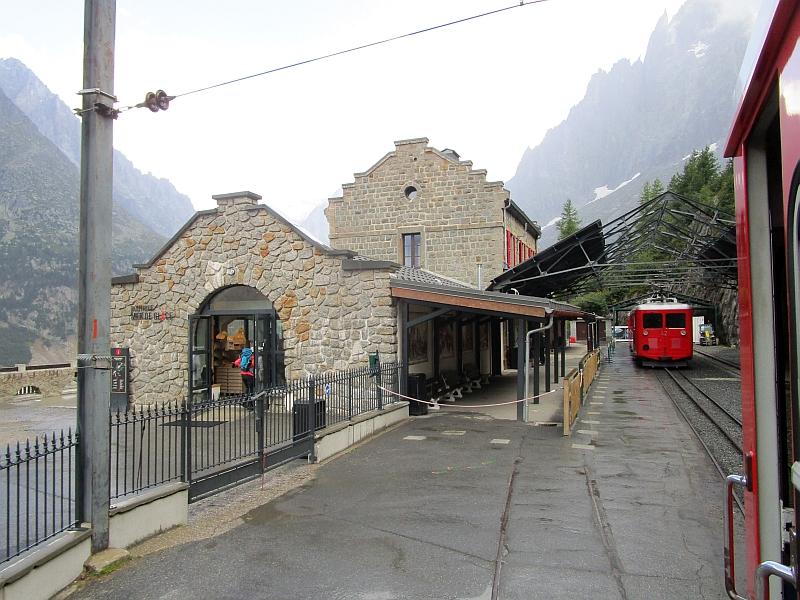 http://www.bahnreiseberichte.de/092-MontBlanc-Chablais/92-107Bahnhof-Montenvers.JPG