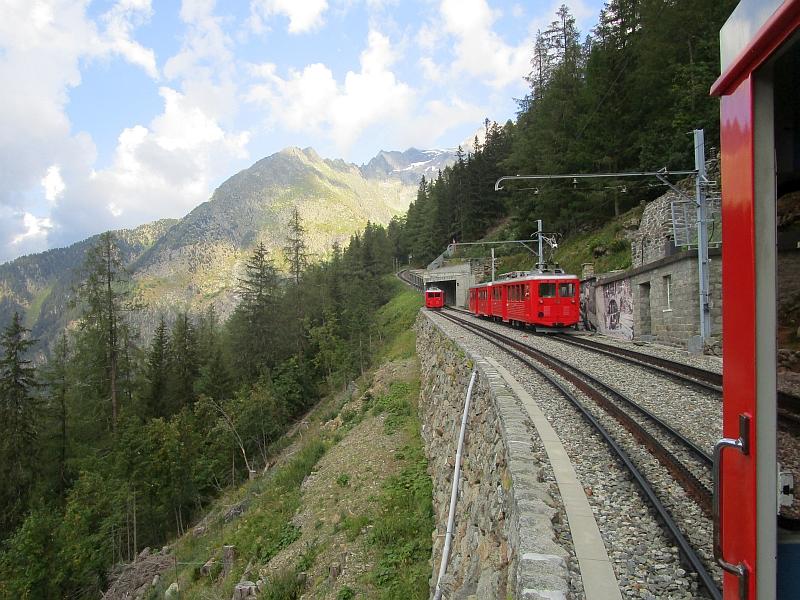 http://www.bahnreiseberichte.de/092-MontBlanc-Chablais/92-110Chemin-Montenvers-Kreuzung.JPG