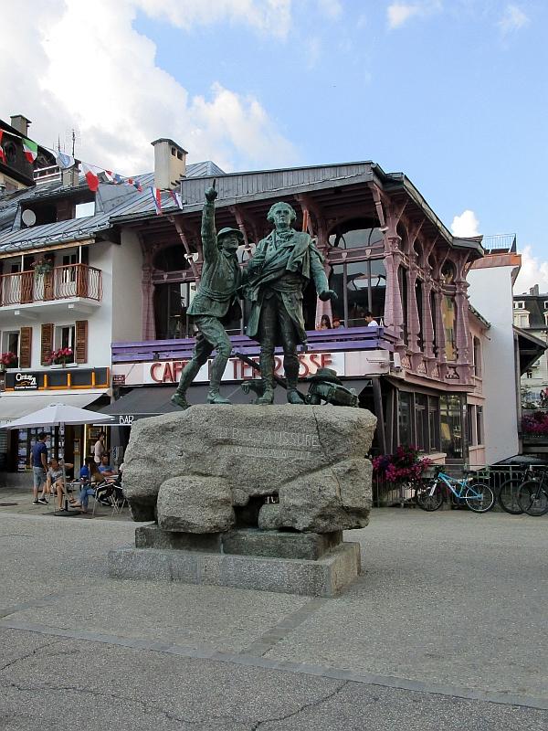 http://www.bahnreiseberichte.de/092-MontBlanc-Chablais/92-114Horace-Benedict-de-Saussure-Monument.JPG