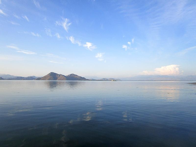 http://www.bahnreiseberichte.de/093-Montenegro/93-051Skutarisee-Grmozur.JPG