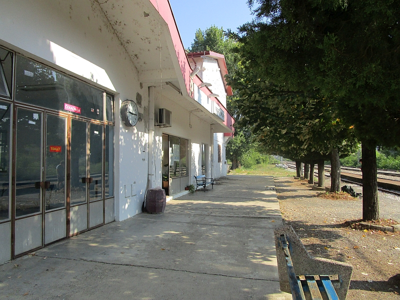 http://www.bahnreiseberichte.de/093-Montenegro/93-055Virpazar-Bahnhof.JPG