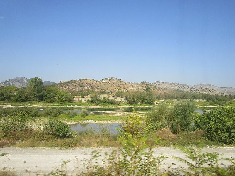 http://www.bahnreiseberichte.de/093-Montenegro/93-060Fahrt-Moraca.JPG